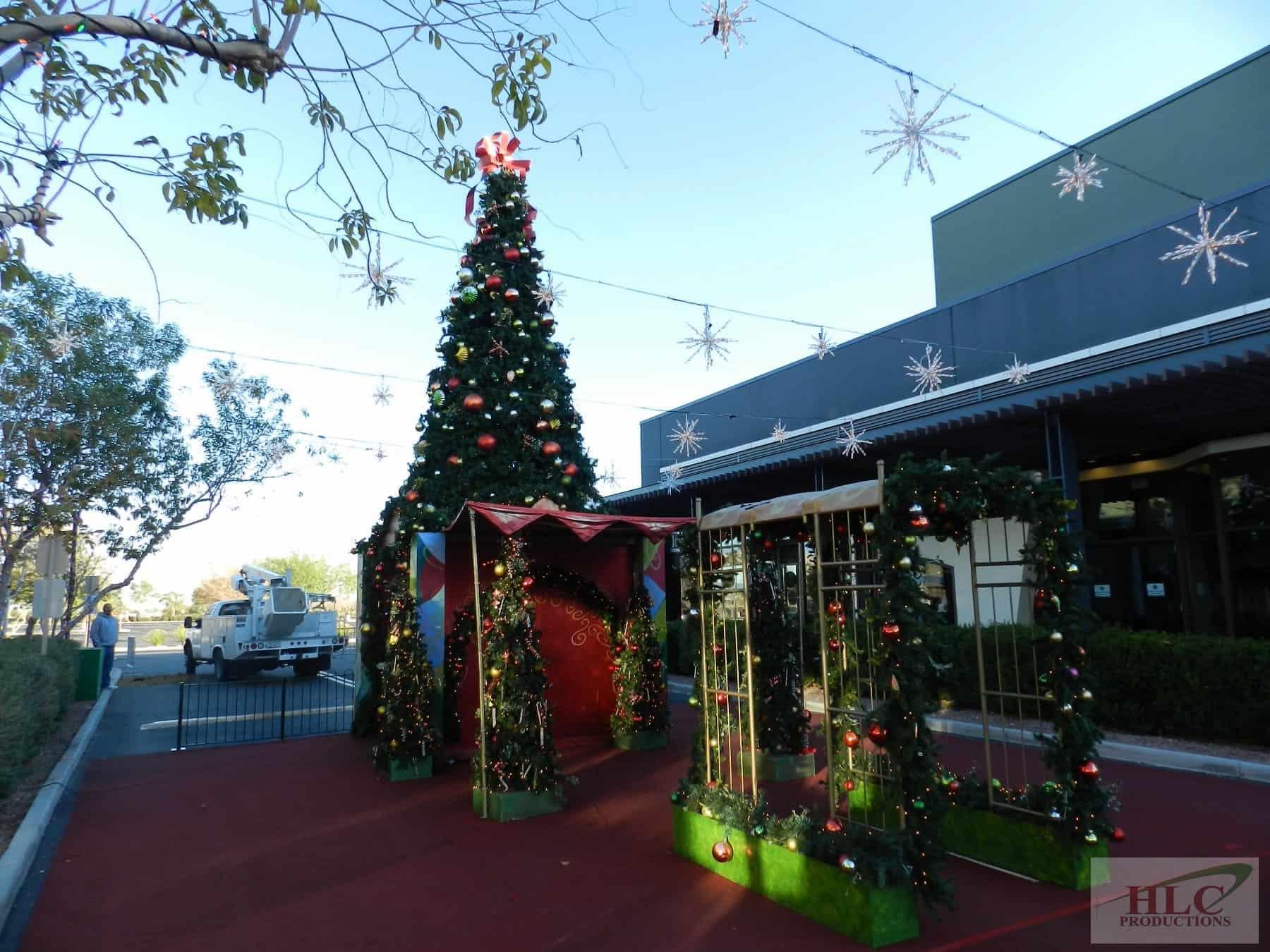 20ft Tower Tree, Santa Set, Starburst